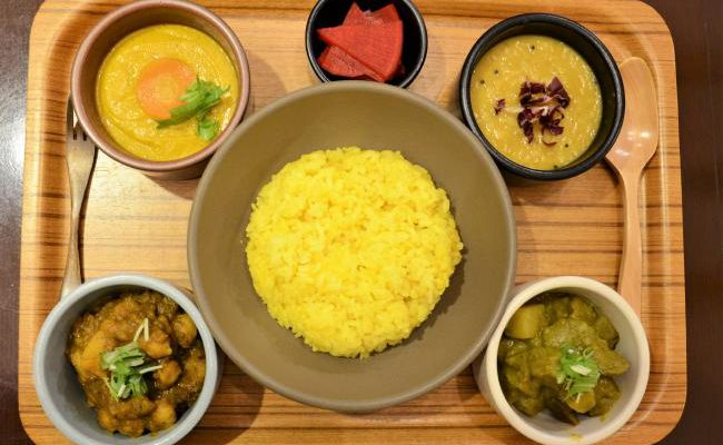"Plenty of vegetables! What is the localized fusion curry? ""have more curry"" 【Omotesando】"
